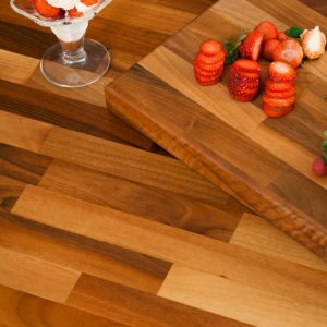 walnut-worktops-matching-walnut-chopping-board-lg